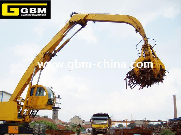 Excavator supporting hydraulic orange grab bucket