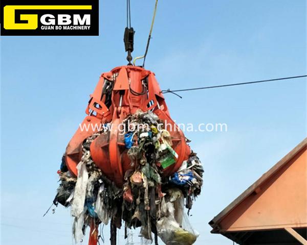 Eléctrica agarrar la basura de residuos hidráulica en el puerto